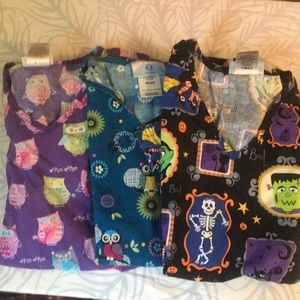 Lot of 3 womens owl and Halloween scrub tops sm/xs